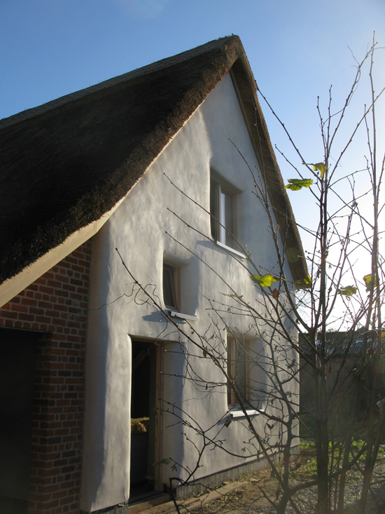 straw-bale-passivhaus-from-west