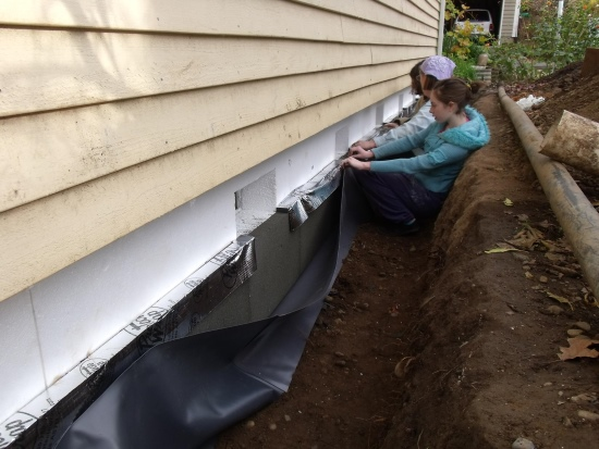 Installing insulation against the foundations