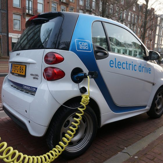 <em>HPH189 : </em> Is an electric car the perfect accompaniment for a low energy home?<u> – with Robert Llewellyn from Fully Charged</u>