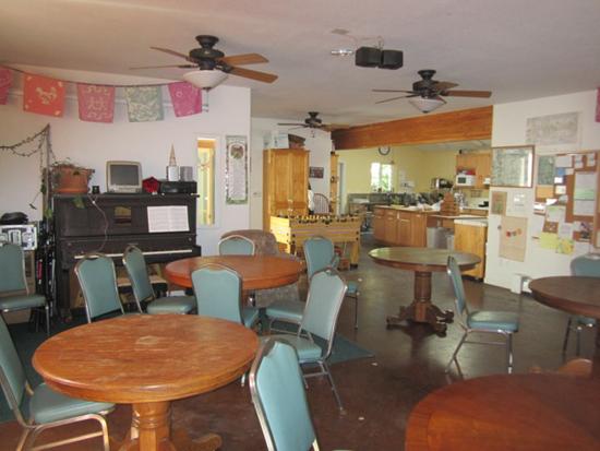 Common-house-inside-kitchen-(550)