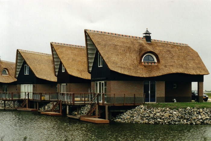 Some Of The Most Spectacular Thatched Houses In The UK Are The Ideal Home  Buildings, Which Were In Vogue In The 1930s. But Modern Application Of  Thatch Can ...